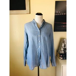 GAP blue chambray button down long sleeve top